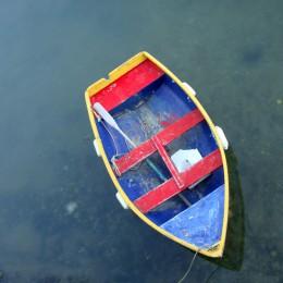 Barque en bois dans le Morbihan